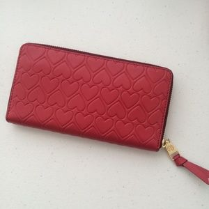 Tory Burch Heart embossed zip wallet V-Day gift